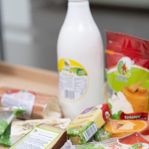 Ponuka mliečnych výrobkov v predajni potravín Karpatský gazda v Ilave.